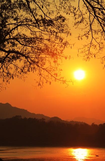 1.1360997838.mekong-sunset