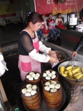 1.1362309177.street-food