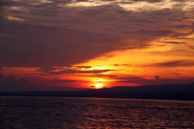1.1365292800.lovina-sunrise