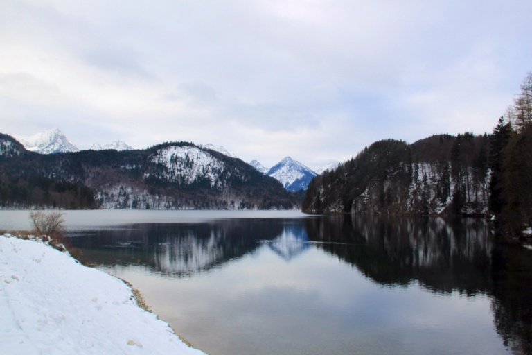 2.1386374400.snowy-lakes-looking-into-austria
