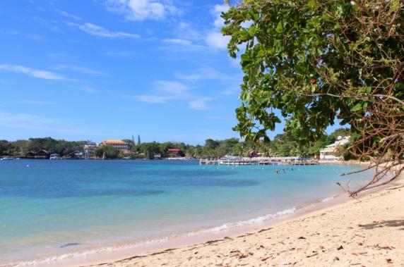 3.1397952000.the-roatan-beach