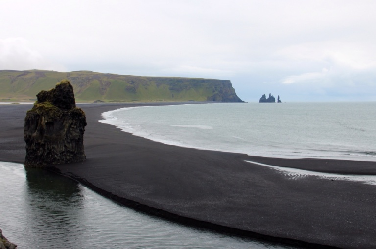 3.1408975812.the-black-beaches-of-vik