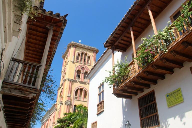 3.1416096000.pretty-balconies