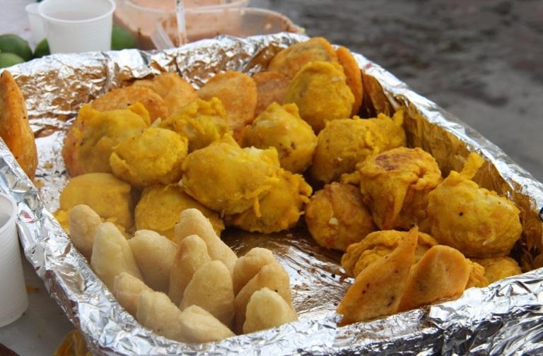 3.1416096000.street-food---arepa-yuca-papa