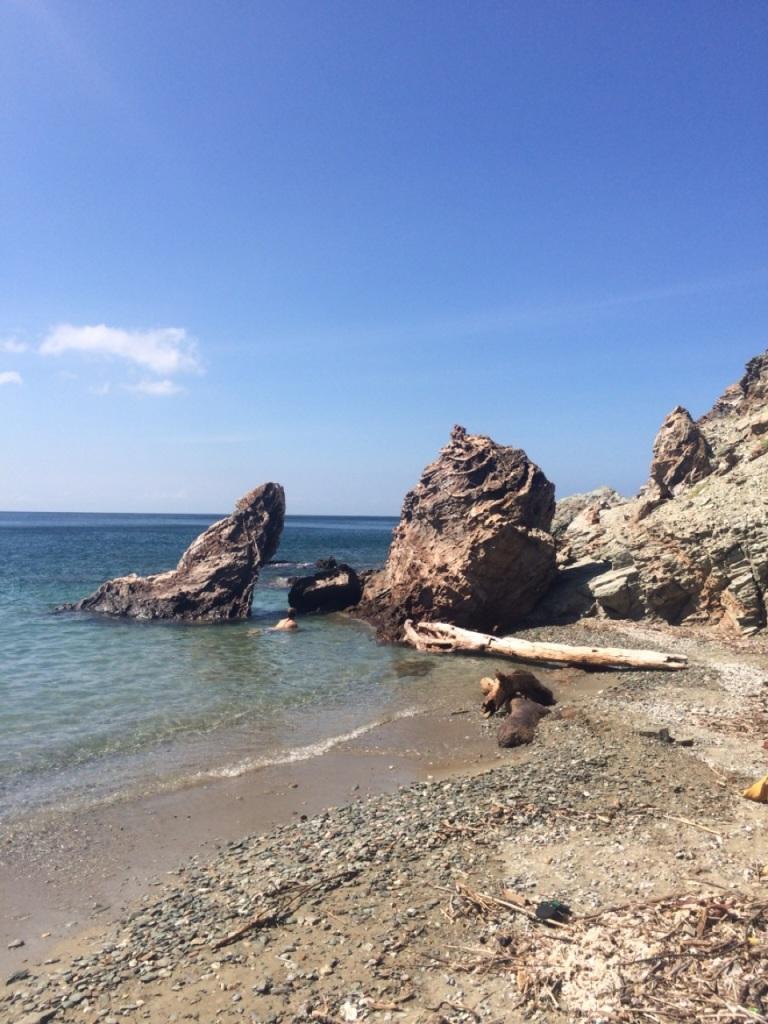 3.1416528000.rocky-beach