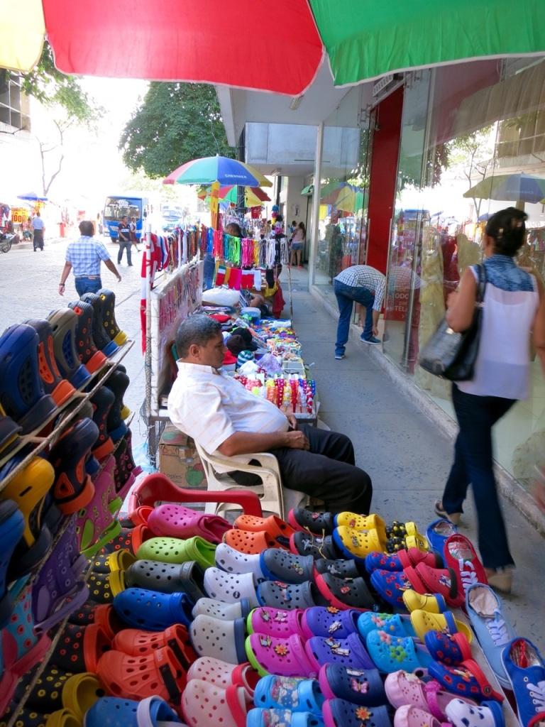 3.1416528000.street-markets