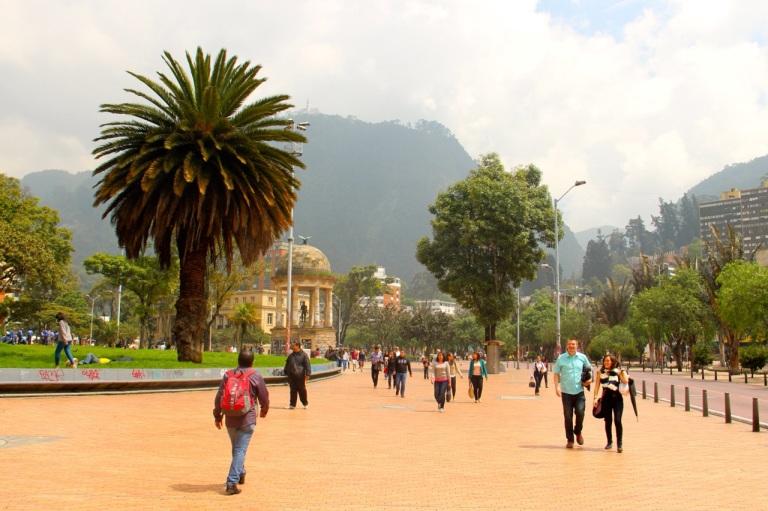 3.1416614400.simon-bolivar-statue
