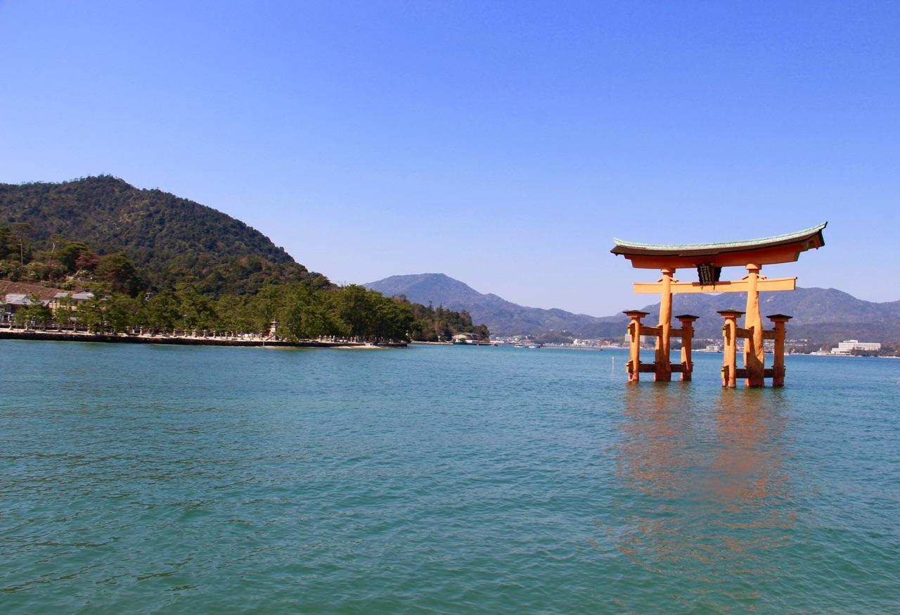5.1459034334.floating-torii-gate