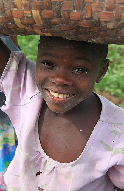 1.1326560202.malawi-village-girl